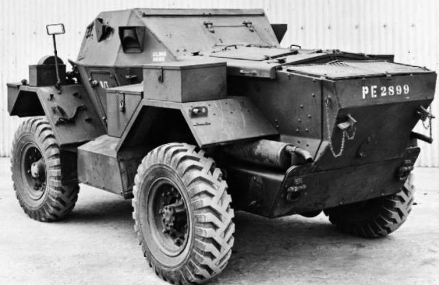 Daimler Lynx scout car